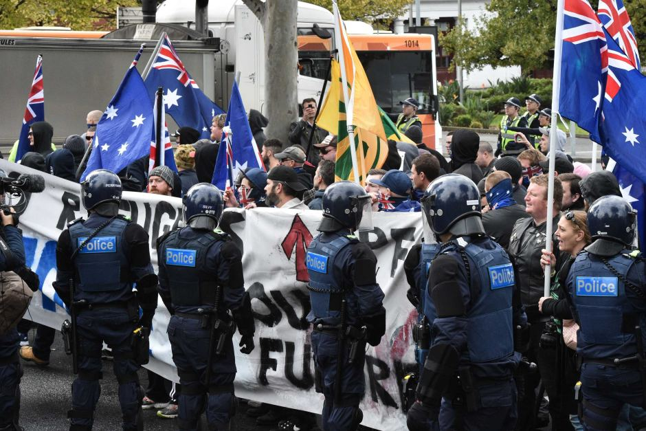 Coburg rally: Police out in force as anti-Islam, anti-racist groups face off